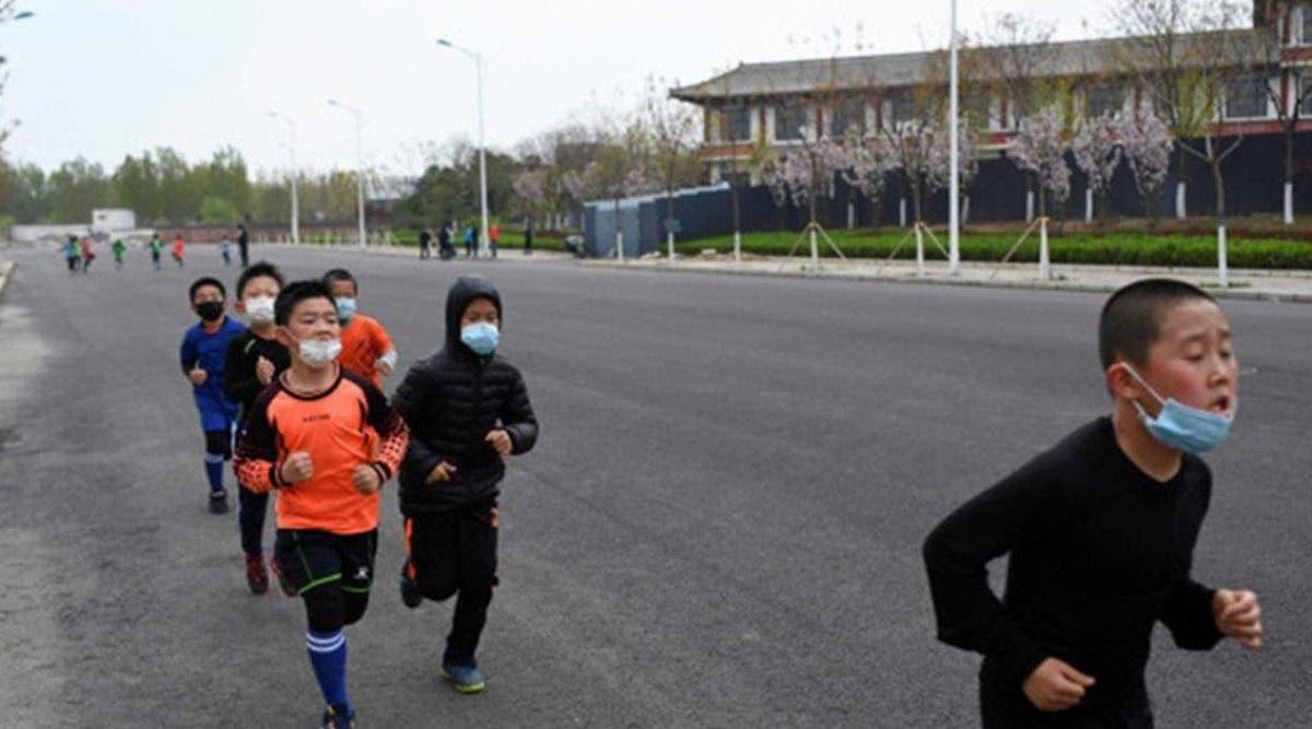 covid-19-deux-garcons-meurent-en-cours-de-sport-alors-quils-portaient-des-masques