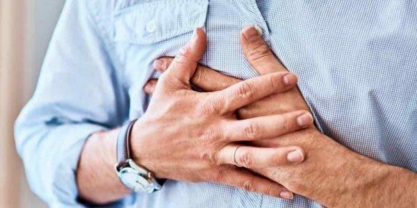 crises-danxiete-lorsque-vous-sentez-que-votre-coeur-est-sur-le-point-declater-la-reconnaitre-et-les-solutions