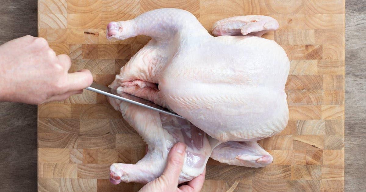 Apprenez à couper le poulet avec ces astuces pour le faire facilement à la maison