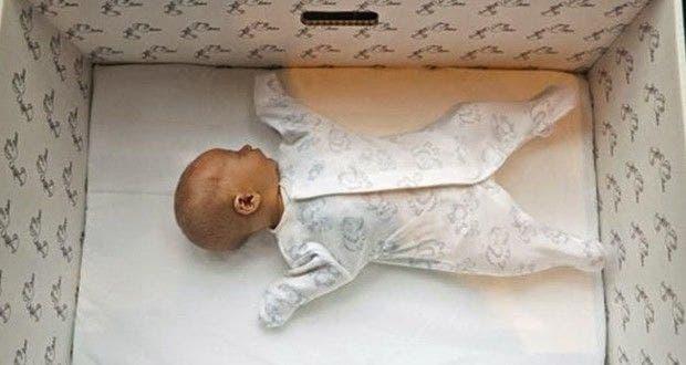 decouvrez-la-raison-geniale-pour-laquelle-chaque-bebe-en-finlande-dort-dans-une-boite-en-carton