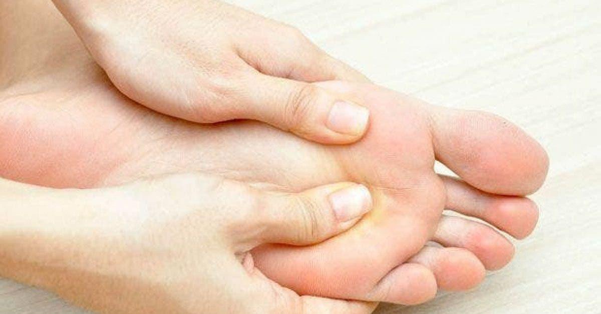 decouvrez pourquoi il est important de se faire un massage des pieds chaque soir avant de se coucher 1
