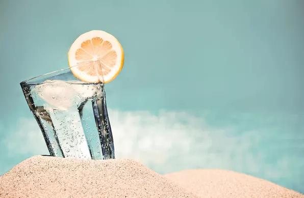 Des diététiciens alertent les personnes qui boivent de l'eau chaude au citron