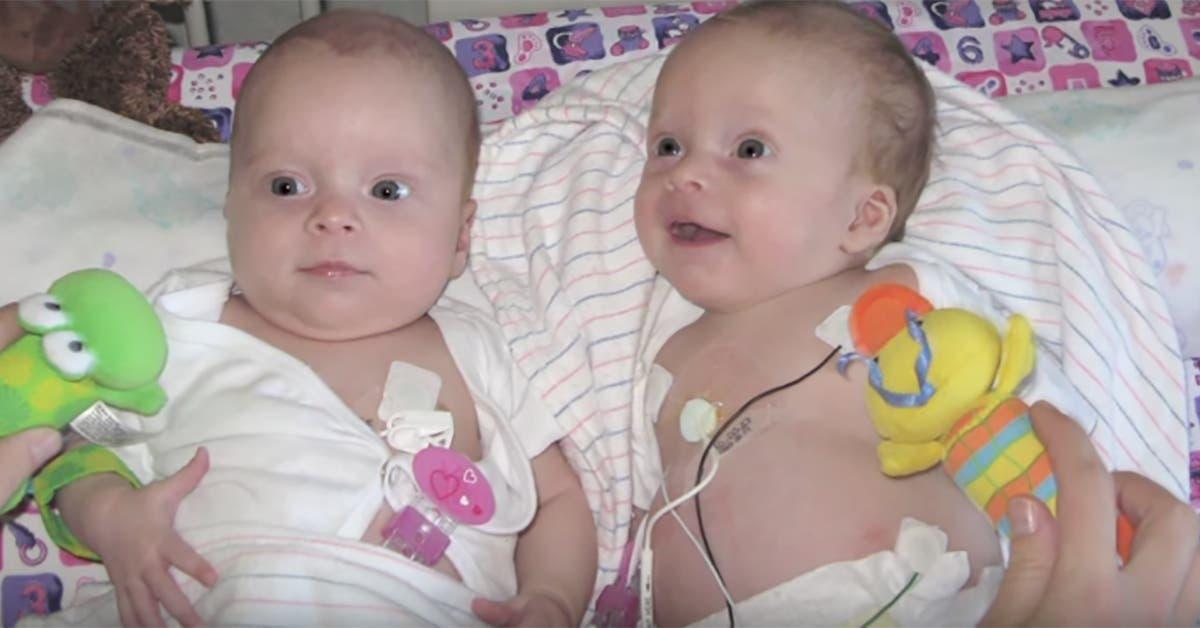 docteur examine bebe voit quelque chose danormal grandit ventre choque se tourne vers jumelle 1