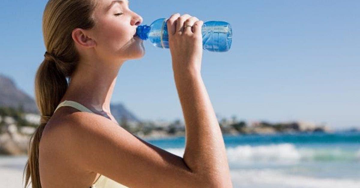 Buvez de l'eau sur un estomac vide immédiatement après votre réveil