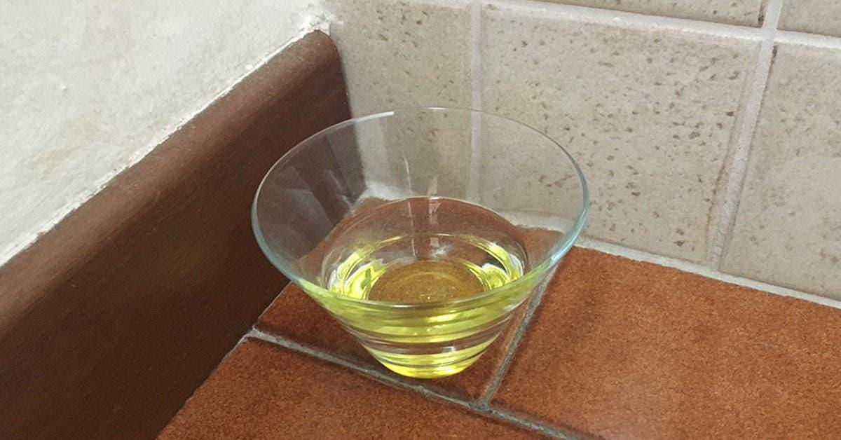 Utilisez de l'eau, du vinaigre et du gros sel pour éliminer les mauvaises énergies de la maison