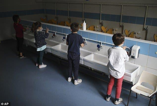 enfants nettoyage mains