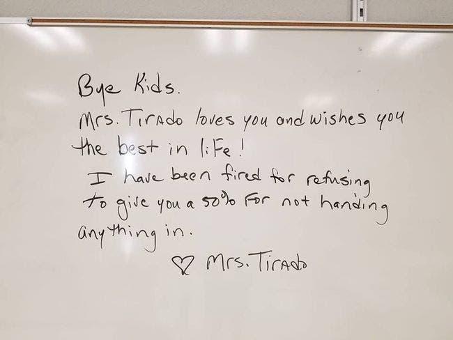 enseignante se fait licencier après avoir donné de mauvaises notes à ses élèves