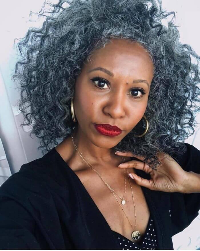 Ces femmes formidables renoncent à teindre leurs cheveux gris