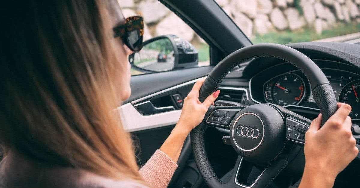 femme conduise