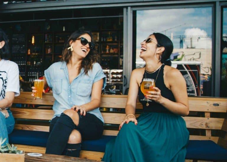 femmes au bar