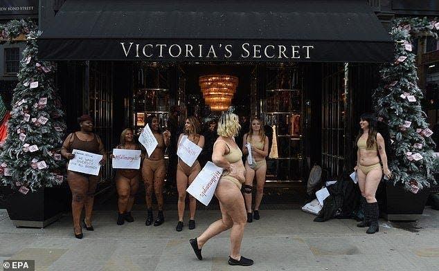 Ces femmes posent « nues » dans la rue pour donner une bonne leçon à Victoria's Secret