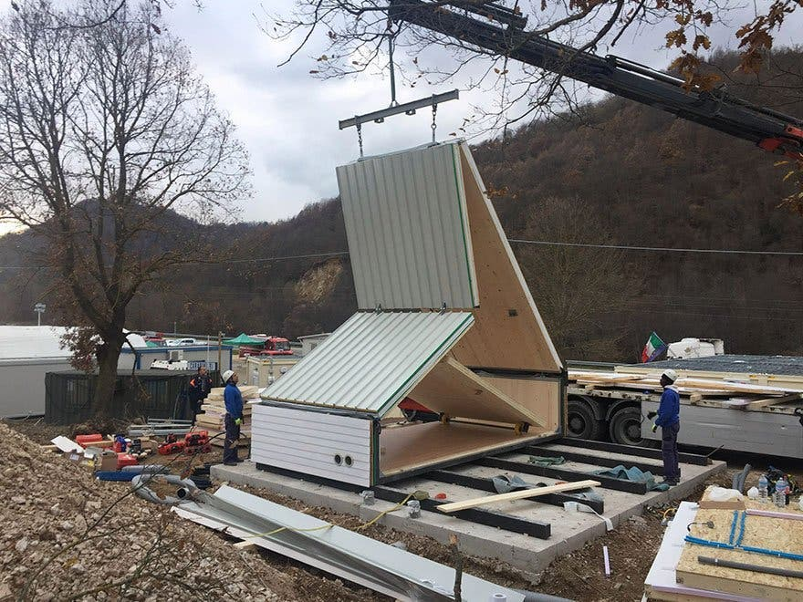 folding innovative house six hours madi home 5a154e3dc1284 880 1