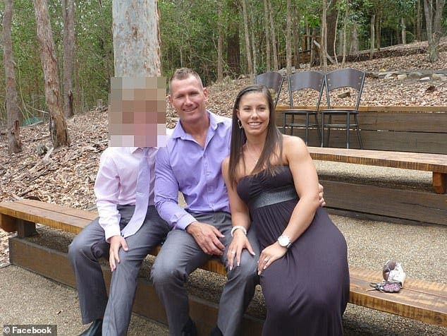 Un footballeur met le feu à sa voiture pour se tuer avec ses trois enfants