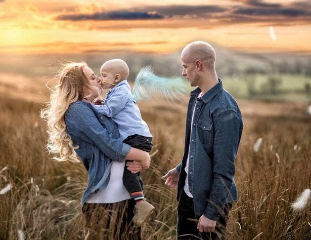 Un petit garçon de 5 ans atteint d'un cancer