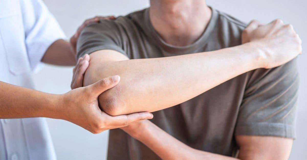 Le premier homme paralysé traité avec des cellules souches retrouve les mouvements du haut de son corps