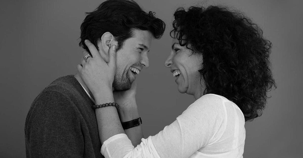 La psychologie explique pourquoi les hommes plus jeunes préfèrent souvent les femmes plus âgées