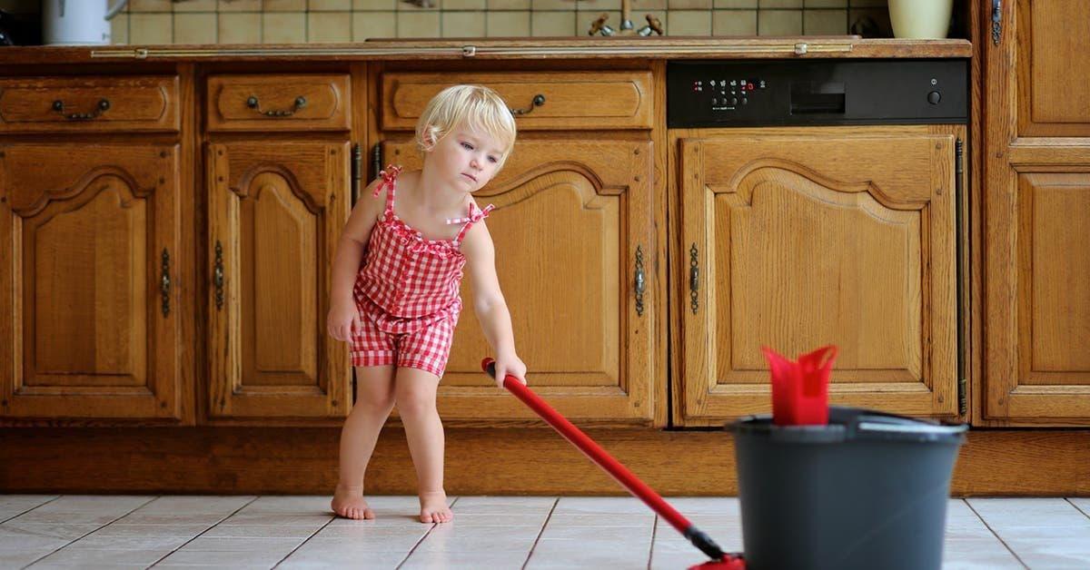 il faut apprendre a vos enfants a vous aider a la maison voici ce quils doivent faire selon leur age 1