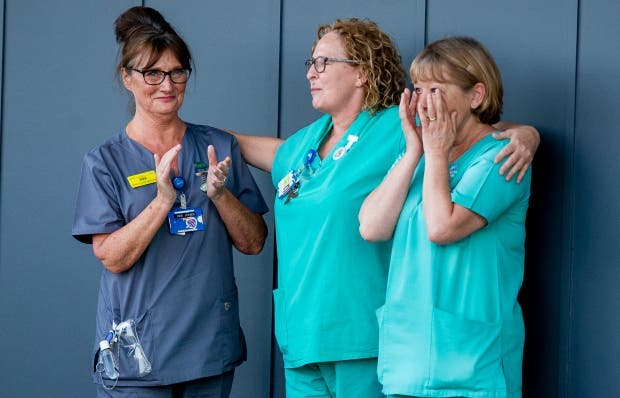 infirmieres en pleurs