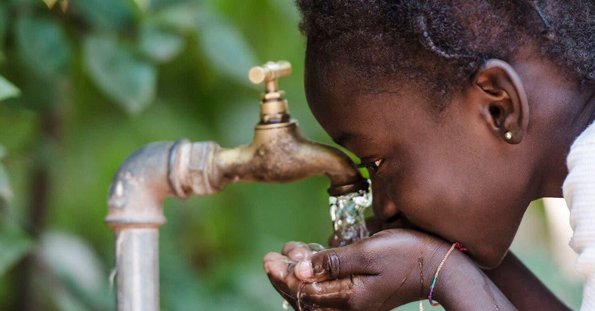 Le Kenya installe sa première centrale solaire qui transforme l'eau de l'océan en eau potable