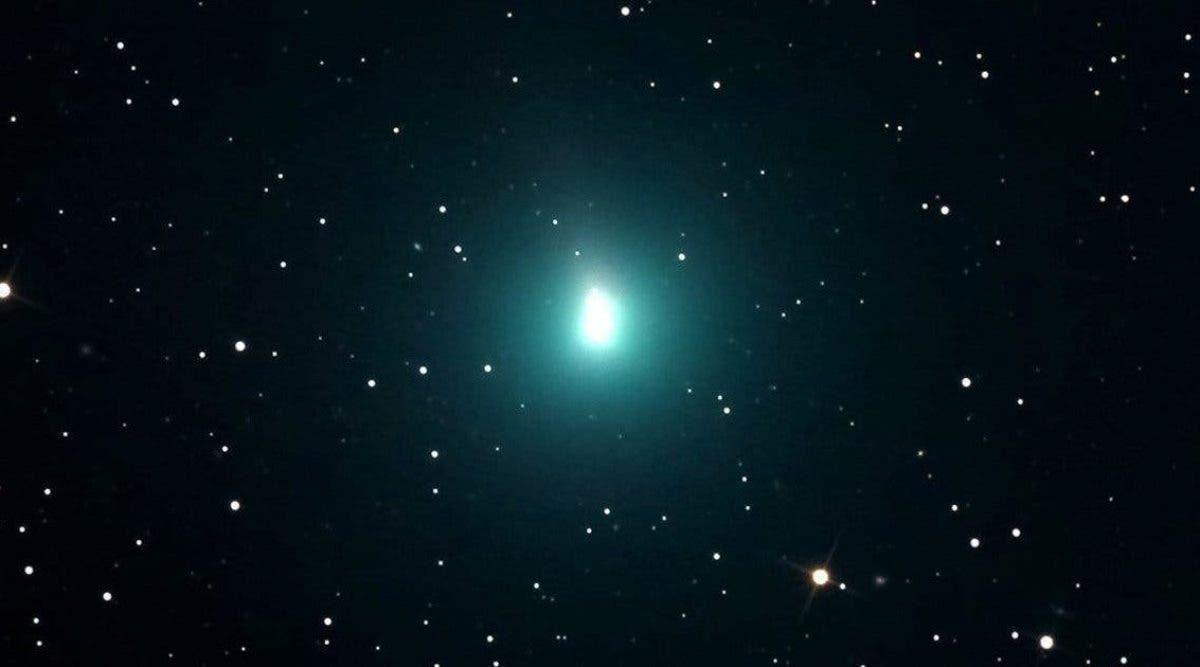 la-comete-atlas-observee-pour-la-derniere-fois-en-egypte-ancienne-il-y-a-plus-de-4000-ans-se-rapproche-de-la-terre-apportant-un-flux-denergies