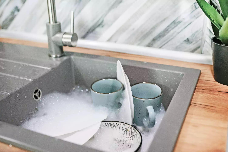 laisser la vaisselle tremper