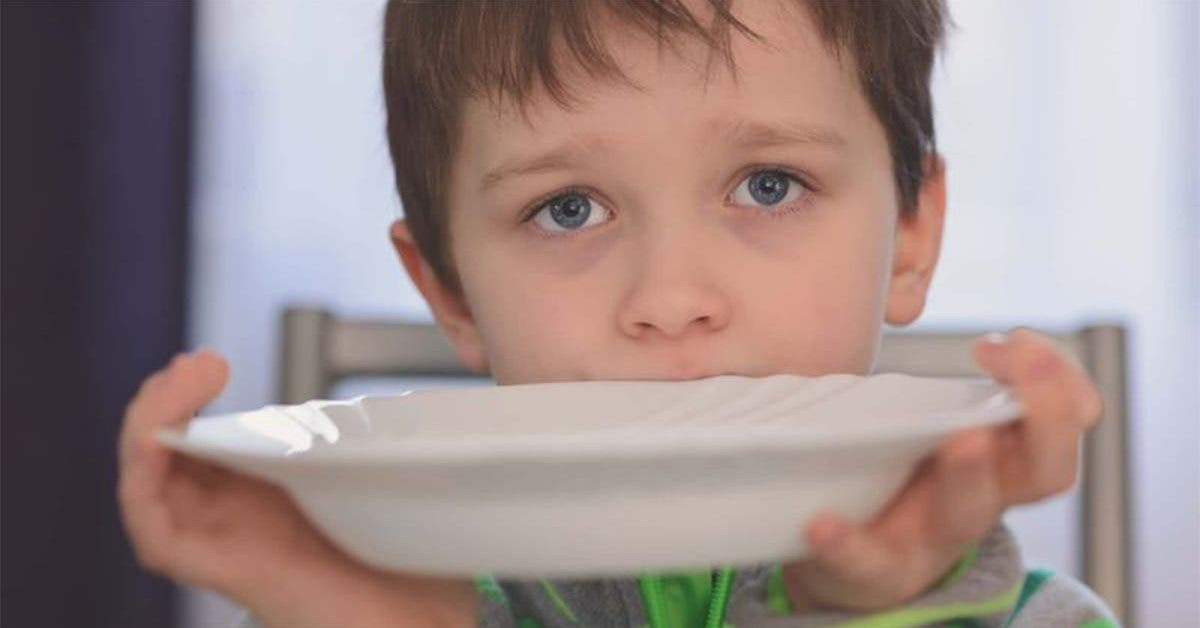 lecole jette les repas de 40 eleves car ils nont pas les moyens de payer la cantine 1
