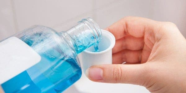 les-bains-de-bouche-pourraient-ils-prevenir-la-transmission-du-covid-19