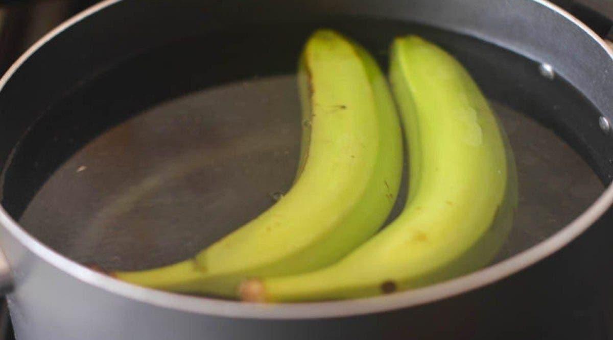 les bananes bouillies à la cannelle.