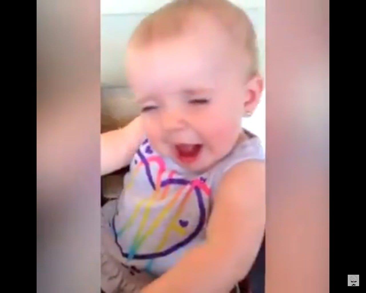 Les plus drôles réactions de bébés goûtant du citron pour la première fois