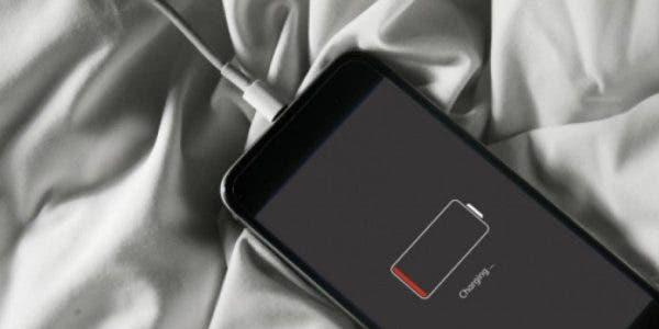 les-risques-de-recharger-son-telephone-pendant-la-nuit