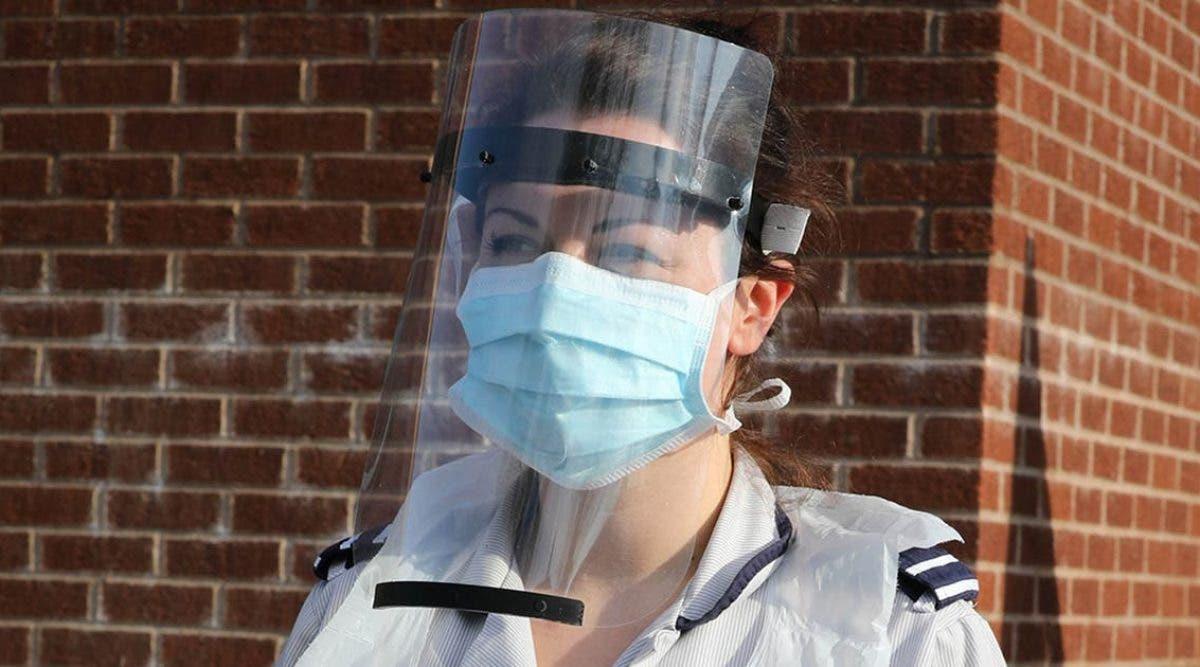 les-visieres-en-plastique-pourraient-augmenter-le-risque-de-transmission-du-covid-19-previennent-des-scientifiques