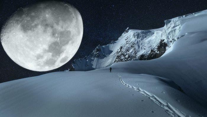 lune montagnes neige