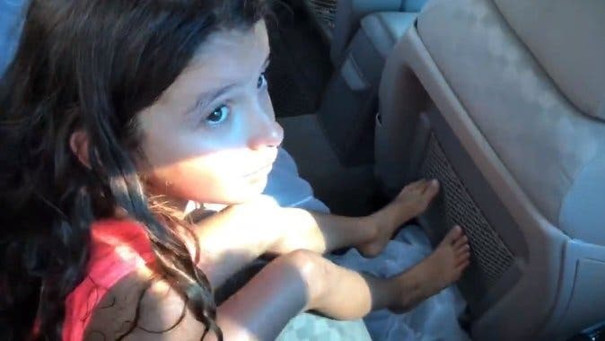 enfant casse la voiture de ces parents
