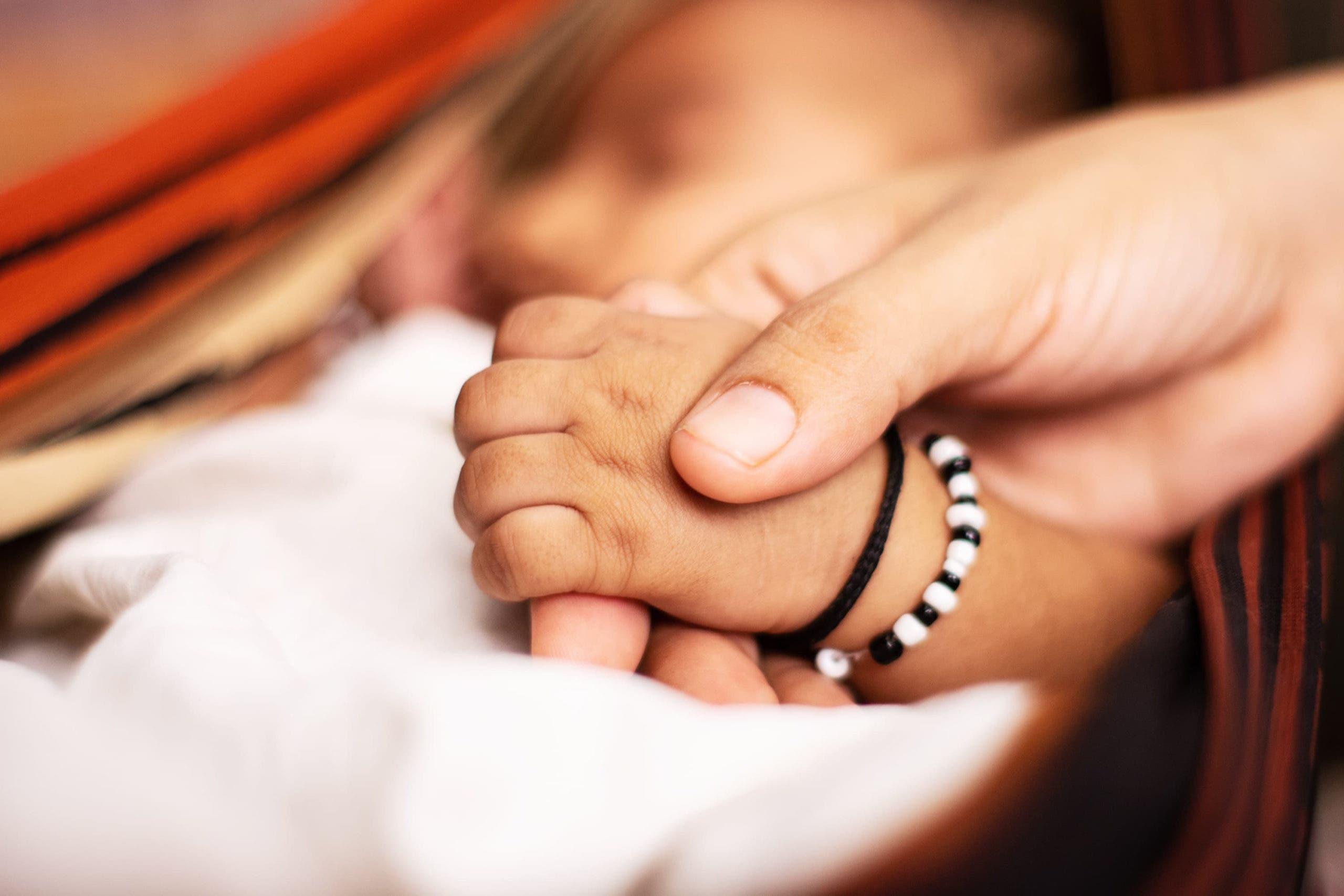 mains de bébé