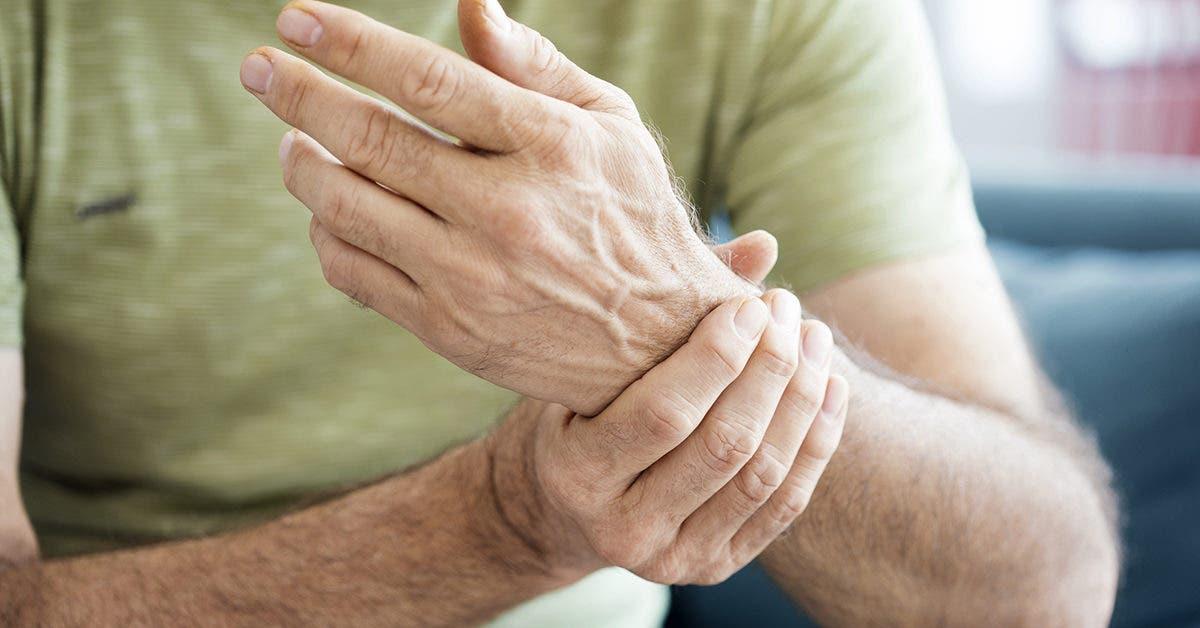 Pourquoi mes mains s'endorment-elles ? 9 signaux que le corps vous envoi