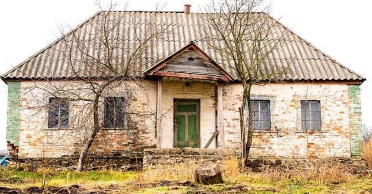 Cette maison est restée fermée depuis les années 50 et voir son intérieur nous fait plonger dans le passé...