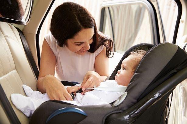 maman bébé siège enfant