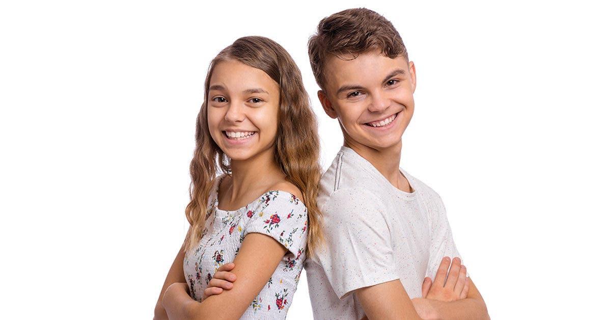 """Ces enfants de 8 et 13 ans se """"marient"""" et emménagent ensemble avec la permission de leurs parents - """"Un véritable scandale"""""""