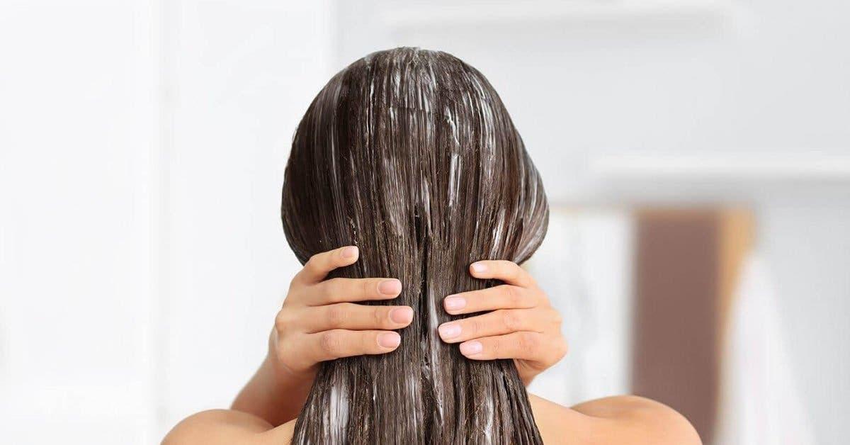 Masque naturel pour lisser les cheveux (sans utiliser de produits chimiques)