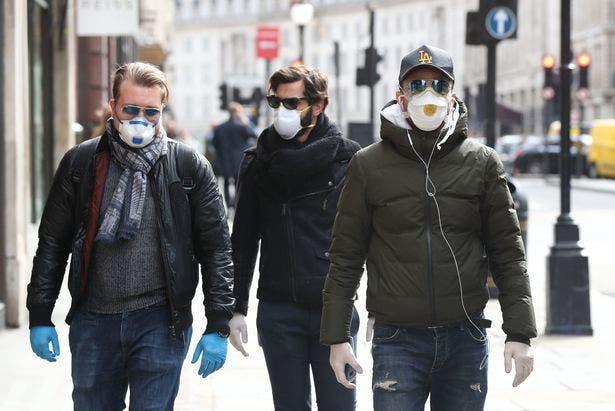 masques rue gens