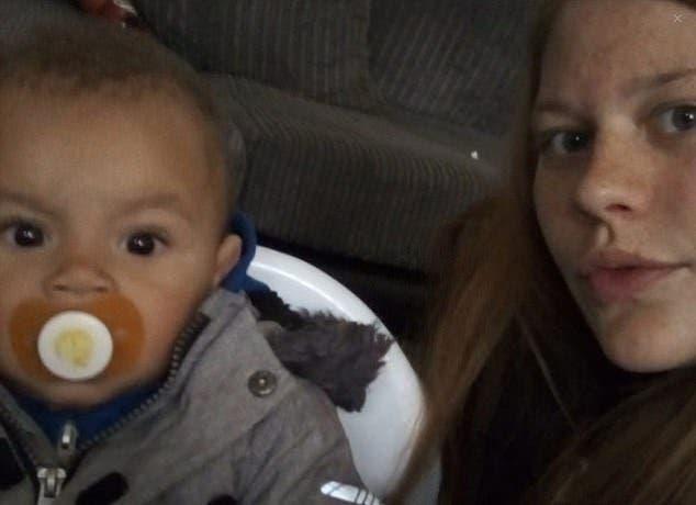 Une mère est inconsolable après que son bébé ait été jeté d'un pont