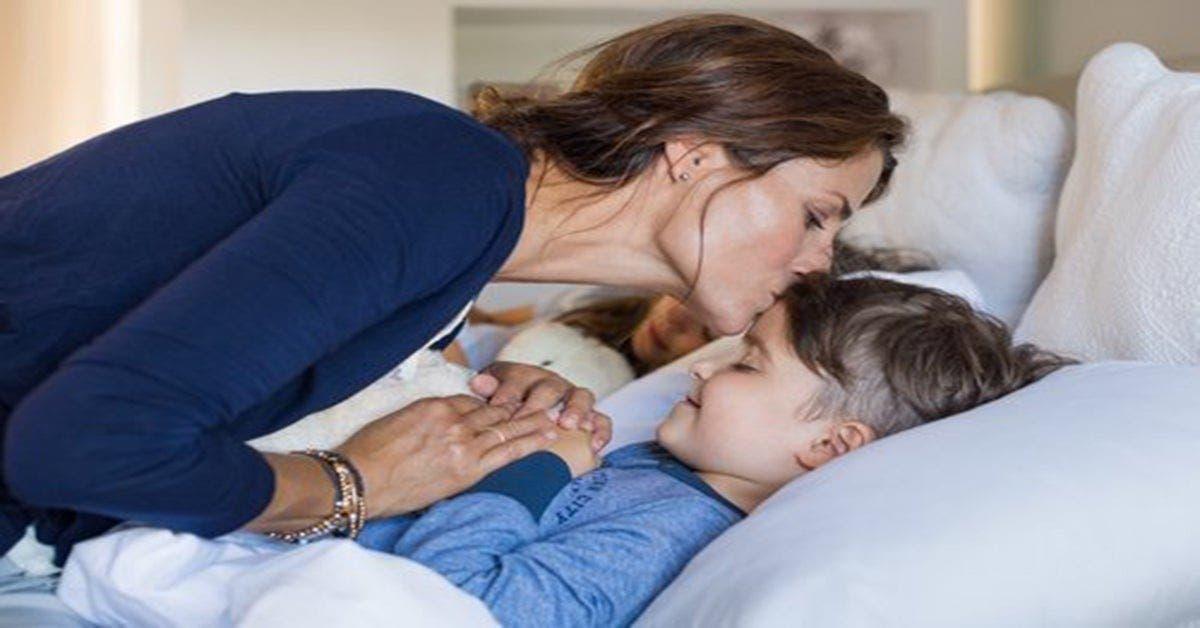 Mettre les enfants au lit plus tôt améliore la santé des enfants et des mamans