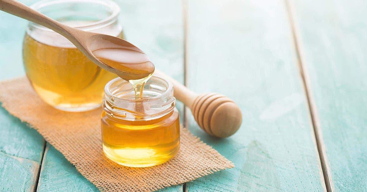 Comment utiliser le miel et bicarbonate de soude pour nettoyer, hydrater et adoucir la peau ?