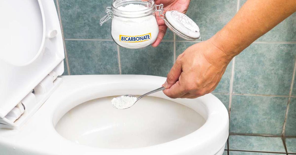 Comment nettoyer le fond de la cuvette WC avec du bicarbonate ?