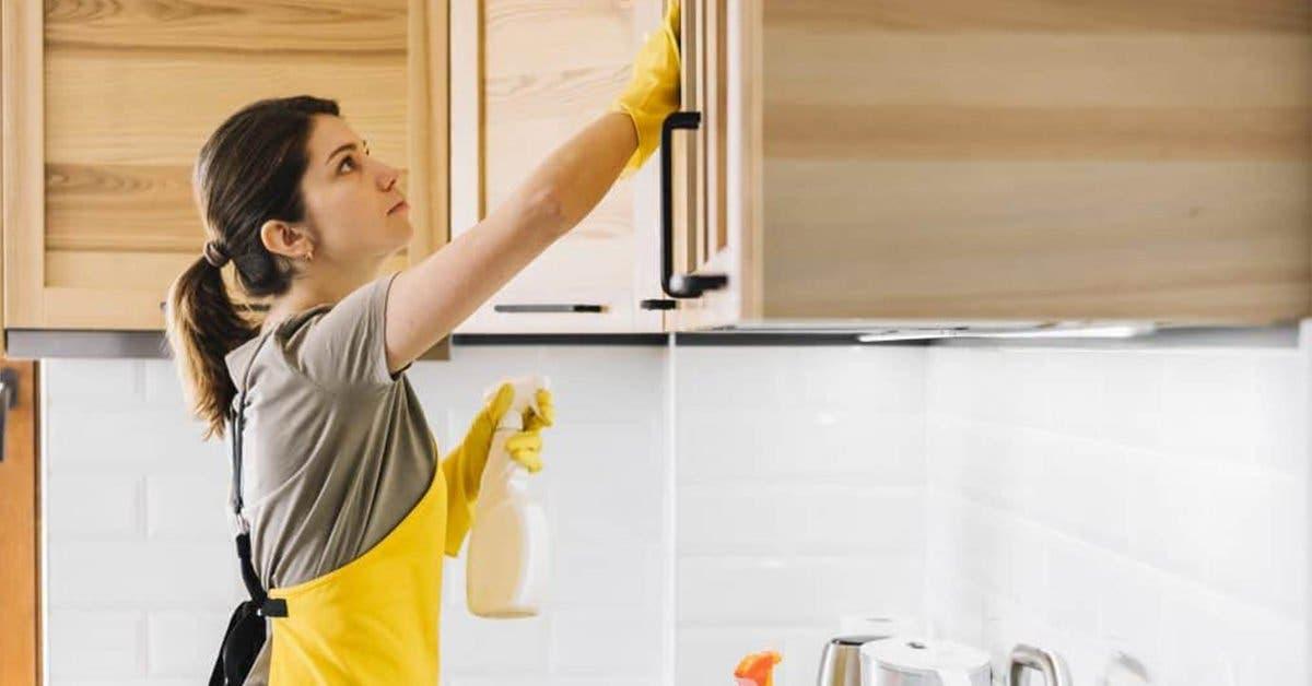 Voici comment nettoyer la saleté du placard avec du vinaigre blanc