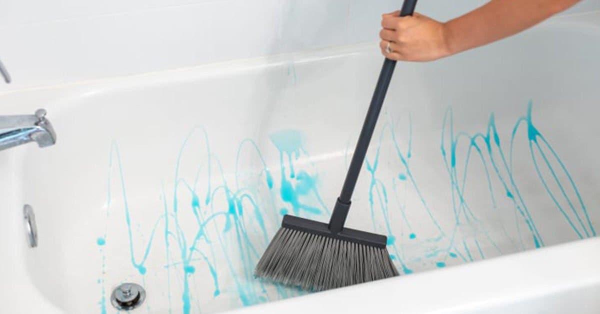 Comment nettoyer une baignoire ou une douche avec du liquide vaisselle et du vinaigre ?