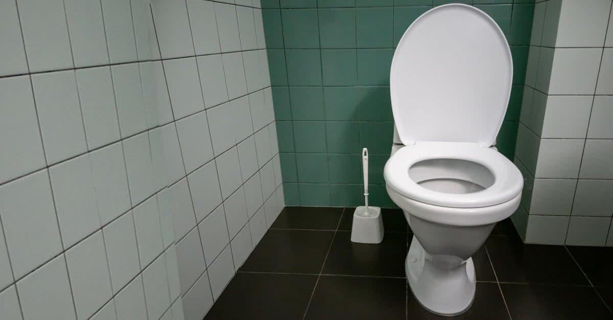 Nous oublions tous de nettoyer cet endroit des toilettes