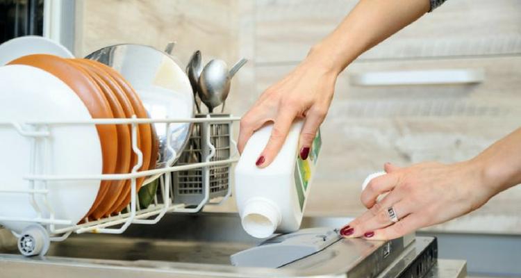 nettoyer le lave-vaisselle