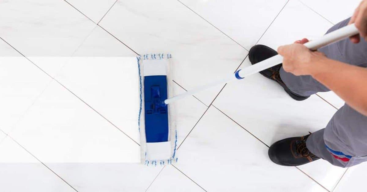 Des astuces simples et efficaces pour nettoyer le sol blanc et le faire briller