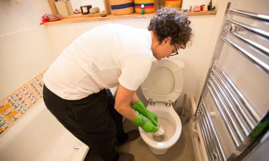 nettoyer les toilettes